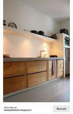 Idee eclairage cuisine Skattejakt: House for Sale Warm wood tones against gray and white. No uppers, only shelving with downlighting for tasks. Küchen Design, House Design, Interior Design, Modern Interior, Design Ideas, Bath Design, Design Trends, Modern Design, Kitchen Dinning