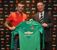 Victor Valdes became the latest player to arrive at Old Trafford during the mid-season transfer window when he put pen to paper on 8 January 2015 to become a goalkeeper. Sky Sports Football, Football Jerseys, Soccer, Official Manchester United Website, Manchester United Players, Man Utd News, Transfer Window, Match Highlights, Old Trafford