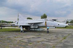 Reactor/Jet. Avión de combate. Lo que queda cuando se acaba la vida operativa o el dinero para mantenerlos.