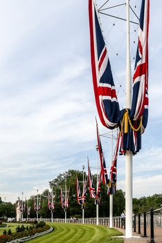 Flags in front of the gardens at Buckingham Palace in London, England. Best Places In London, Things To Do In London, Best Places To Eat, Beautiful Places To Visit, Cool Places To Visit, Places To Travel, London Neighborhoods, London Landmarks, London Museums