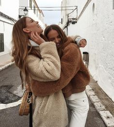 Image about girl in ~Best Friends~ ♡ by sιмσηεт Best Friend Pictures, Bff Pictures, Friend Photos, Cute Photos, Holiday Pictures, Best Friend Sketches, Friends Sketch, Shooting Photo Amis, Best Friend Fotos