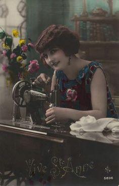 donna con macchina da cucire 2