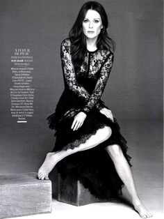 Julianne Moore in Elie Saab Ready-to-Wear Spring Summer 2014 shot by Driu & Tiago and styled by Julie Gillet for the May issue of Madame Figaro Julianne Moore, Portrait Poses, Female Portrait, Elie Saab, Photography Poses, Fashion Photography, Glamour Photography, Lifestyle Photography, Editorial Photography