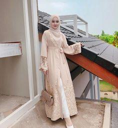 Model Dress brukat untuk lebaran 2020 – ND Modest Fashion Hijab, Modern Hijab Fashion, Hijab Fashion Inspiration, Abaya Fashion, Hijab Gown, Hijab Dress Party, Hijab Style Dress, Hijab Outfit, Dress Brukat