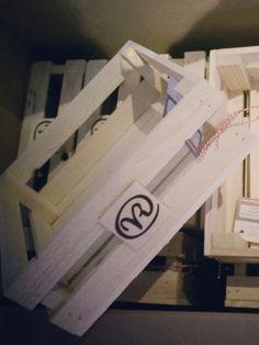 Houten kistje van steigerhout gemaakt voor een congres van HIM+.