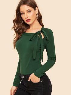 Green Vintage Front Cut Out Solid Tee Women Bow Tie Neck Tee 2019 Casual Raglan Sleeve Stretchy Trim Top Look Fashion, Fashion News, Fashion Outfits, Plus Size Bohemian Clothing, Böhmisches Outfit, Knot Front Top, Modest Wear, Plus Size Maxi Dresses, Denim Dresses