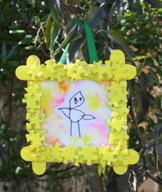 Adorable frames made from puzzle pieces and popsicle sticks!