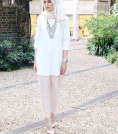 white blouse with pink pants hijab- Neutral hijab outfit ideas http://www.justtrendygirls.com/neutral-hijab-outfit-ideas/