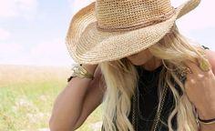 ¿La humedad hace estragos en tu melena y ves como única solución taparla bajo un sombrero? ¡Aquí hay soluciones para evitar el pelo encrespado!
