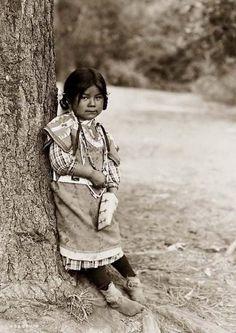 Umatilla girl    - 1910