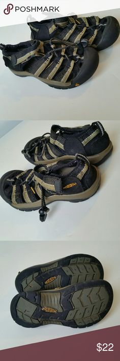 Boys Keen Sport Sandals Awesome Keen shoes in gently pre-loved condition. Velcro closure, cinch strap,  waterproof and washable. Keen Shoes