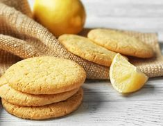 Sablés au citron au Thermomix – Recette Thermomix Lemon shortbread with Thermomix. I offer you a recipe for Lemon Shortbread, simple and easy to make at home with Thermomix. Homemade Cake Recipes, Lemon Recipes, Greek Recipes, Snack Recipes, Snacks, Lime Margarita Recipe, Classic Margarita Recipe, Margarita Recipes, Easy Delicious Recipes