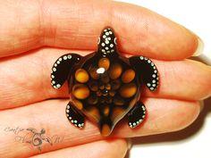 Glass Turtle Sacred Petal Honeycomb Turtle by CreativeFlowGlass #turtle #turtlependant #glassturtle #glassart #honycomb #boro #seaturtle #bestofetsy #blownglassturtle