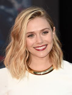 3 Hot Looks Elizabeth Olsen Hairstyles. Elizabeth Olsen is an American actress who has been in films such as The Avengers and Godzilla. Elizabeth Olsen Scarlet Witch, Mary Elizabeth, Bob Hairstyles For Round Face, Cool Hairstyles, Heart Shaped Face Hairstyles, Hairstyle Ideas, Blonde Hair Shades, Elisabeth, Hair Lengths