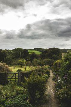 AM MEDIA — SnowsHills Manor & Gardens Explore..