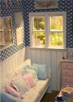 No tute, just the pic for inspiration.  LOVE these colors, and the panelling, the window ... all of it!