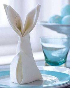 Ostern: Servietten falten: Anleitung für einen Osterhasen