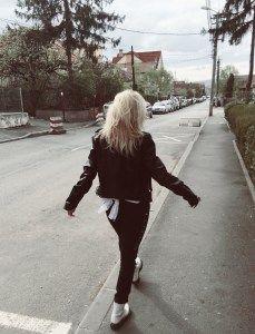 Fashion Chick - Izabella Cete Cape, Hipster, Style, Fashion, Mantle, Swag, Moda, Cabo, Hipsters