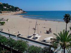 Buenos días! Para sobrellevar el calorcito te proponemos disfrutar de nuestras maravillosas playas #Benicàssim