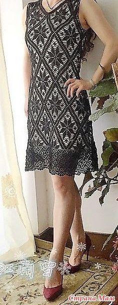 Это прекрасное платье от китайской мастерицы поражает своей изящностью и красотой. Оно связанно в филейной технике. На бежевом чехле оно смотрится … | Pinterest