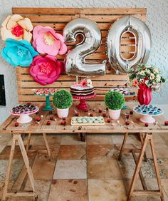 Learn the best Ideas to decorate a Party for a 20 year old woman through proposals: You deserve what you Dream, so do not hesitate to celebrate the best Giant Number Balloons, Helium Balloons, Balloon Arch, The Balloon, Balloon Decorations Party, Birthday Party Decorations, Party Themes, Table Decorations, 20th Birthday