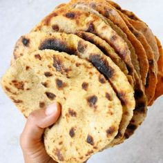 Easy vegan potato flatbread recipe without yeast. Use it instead of tortillas, burger buns, wraps for Gyros, pizza crust or as pita bread to dip in hummus. Vegan Flatbread Recipes, Flatbread Recipe No Yeast, Vegan Recipes, Tortilla Recipes, Making Mashed Potatoes, Vegan Bread, Pita Bread, Burger Buns, Whole Food Recipes