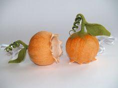 *Glöckchen*apricot Filzblume Fensterschmuck von KimFilzArtig auf DaWanda.com