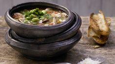Kräftige Kräuter und viel Gemüse: Toskanische Pilzsuppe mit Fenchel und Thymian | http://eatsmarter.de/rezepte/toskanische-pilzsuppe