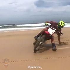 Ktm Dirt Bikes, Cool Dirt Bikes, Dirt Biking, Triumph Motorcycles, Custom Motorcycles, Motorcycle Memes, Motorcycle Touring, Girl Motorcycle, Dirt Bike Videos