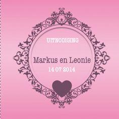 Origineel, modern vormgegeven trouwkaartje met embleem in barokstijl en een hartje. Kleuren roze en paars.