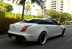 White Jaguar XJ with custom black / white rims Car Paint Jobs, White Rims, Rims For Cars, Jaguar Xj, Car Painting, Exotic Cars, Travel Style, Luxury Cars, Cool Cars