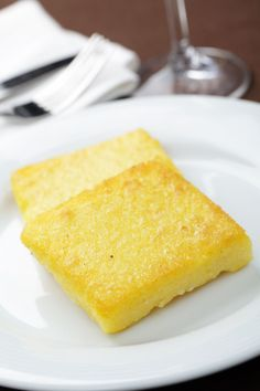 Polenta with Creamed Corn Green Beans: Chef Jan Kelly of Meritage in Milwaukee puts her own twist on polenta for this holiday recipe. Polenta Crémeuse, Oven Dishes, Casserole Recipes, Cornbread, Food And Drink, Fried Onions, Tasty, Favorite Recipes, Snacks