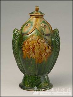 Tricolor Double-fish Vase Tang Dynasty Height 24.5cm, Mouth diameter 4.1cm Unearthed from Yidu city (the present Qingzhou city), Shandong Province in 1953