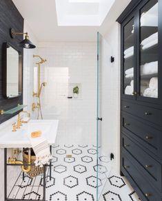 Modern and Breathtaking Black and White Bathroom Interior Design Ideas Bathroom Renos, Bathroom Interior, Small Bathroom, Bathroom Ideas, Colorful Bathroom, Brass Bathroom, Remodel Bathroom, Bathroom Renovations, Parisian Bathroom