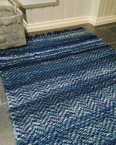Weaving Textiles, Weaving Patterns, Textile Patterns, Woven Rug, Woven Fabric, Floor Cloth, Swedish House, Loom Weaving, Recycled Fabric