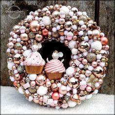 Rose Gold Christmas Decorations, Elegant Christmas Decor, Christmas Centerpieces, Christmas Tree Decorations, Christmas Wreaths, Felt Christmas, Homemade Christmas, Winter Christmas, Christmas Crafts