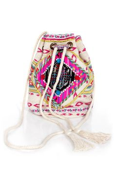 Tribal print purse-wear with a flowy mini and leather sandals  Get 7% Cash Back http://www.studentrate.com/itp/get-itp-student-deals/lulu-s-Student-Discount--/0