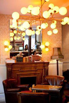 Lámpara decorativa fabricada a medida para el restaurante Elsa y Fred de Barcelona. #lamparas #lamparasamedida #lamparasindustriales #vintage #fabricacionlamparas #pinkmonkey #lampararestaurante #barcelona