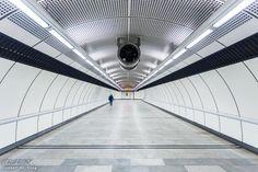 Wien: Die Ästhetik der U-Bahn - Reiseblog von Christian Öser U Bahn, Louvre, Building, Central Station, Architecture, Buildings, Construction