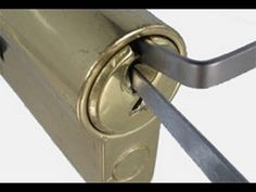Lock Picking skills for economic collapse or SHTF. Good to know for when you lock yourself out of your home! Camping Survival, Outdoor Survival, Survival Prepping, Emergency Preparedness, Survival Gear, Survival Skills, Break Key, Zombie Apocalypse Survival, Doomsday Prepping