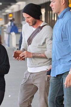 David Beckham simple but cool David Beckham Long Hair, David Beckham Style, Men Fashion, Winter Fashion, Fashion Outfits, Bend It Like Beckham, Casual Outfits, Men Casual, Athletic Men