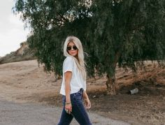 Lisa Allen of Salty Lashes wearing Beek sandals, a Madewell Boxy Tee, Levi's and LeSpec sunglasses Lisa Allen, Gucci Spring, White Tops, Levis, Capsule Wardrobe, Lifestyle Blog, Madewell, Style Fashion, Style Me