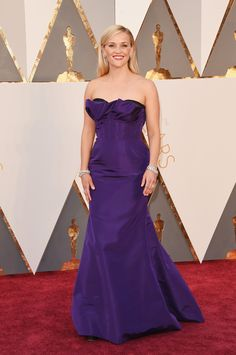 Reese Witherspoon in an Oscar de la Renta dress and Tiffany & Co. jewelry