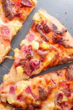 hawaiian food recipes This homemadeHawaiian pizza is made over a buttery thin crust pizza dough and even if you're not a pineapple pizza fan this pizza dough recipe is one to try! One Pizza Dough Recipe, Homemade Hawaiian Pizza Recipe, Pizza Hawaii, Ham And Pineapple Pizza, Ham Pizza, Pizza Food, Thin Crust Pizza, Good Pizza, Gourmet