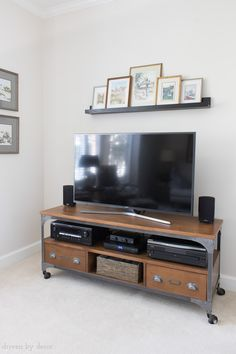 Wall decor around tv big screen above love this solution for the bare your flat art . wall decor around tv Shelf Above Tv, Ledge Shelf, Wall Decor Above Tv, Floating Tv Shelf, Decor Around Tv, Decorating Around Tv, Driven By Decor, Art Deco, Entertainment Center Decor