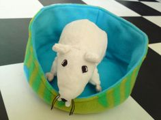 Rat hammock tutorial - Cuddle Cup (site is in Dutch, but photos are easy to follow) #rats #tutorial