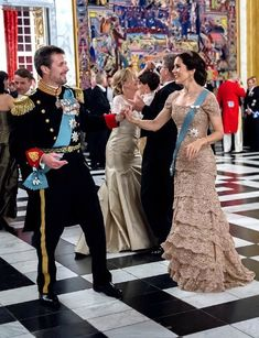 European royalty join Danish royals for Crown Prince Frederik's glittering birthday gala Galas Photo, Prince Frederik Of Denmark, Estilo Real, Danish Royal Family, Danish Royals, Crown Princess Mary, Royal Fashion, 50th Birthday, Strapless Dress
