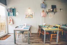 Le salon de thé et brasserie Made With Love à #Capbreton face au port. Déco vintage, cupcakes fait-maison et excellents plats du jour. Plus d'infos sur Kinda Break ici : http://kindabreak.com/made-with-love-capbreton-salon-the/