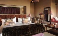 The little Granny Mouse Country House is in the magnificent Caversham Valley in Balgowan, KwaZulu-Natal in South Africa. This elegant country house is an hour and a half away from Durban and four and a half hours from Johannesburg.