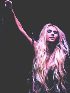 taylor momsen. the pretty reckless.